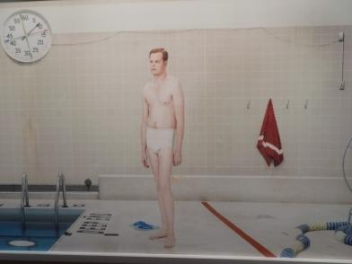 Seorang laki-laki di kolam renang