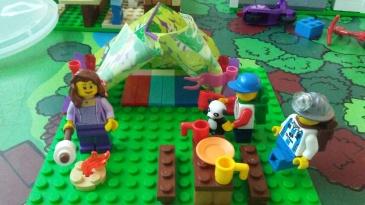 Tenda, tempat tidur, bangku piknik, perapian terbuka